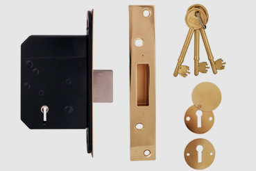 Deadlock Installation by Stoke Newington master locksmith